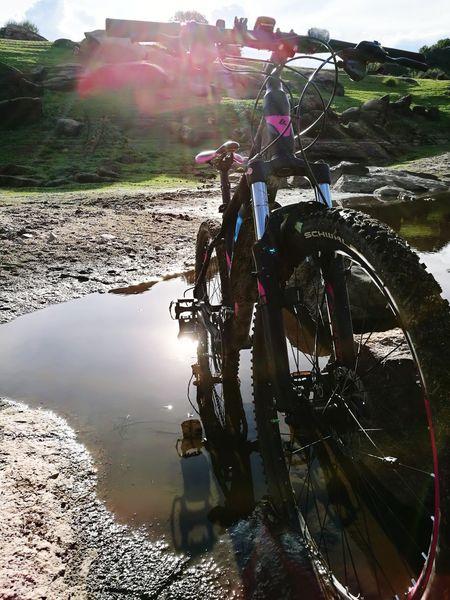 Salidas Rutas Ciclismo Ciclista Montana Energía Rio Paisaje Naturaleza Agua Barro Soleado Frio // Bicycle Water Nature Departures Routes Cycling Montain  Energy River Sobre Ruedas MTB