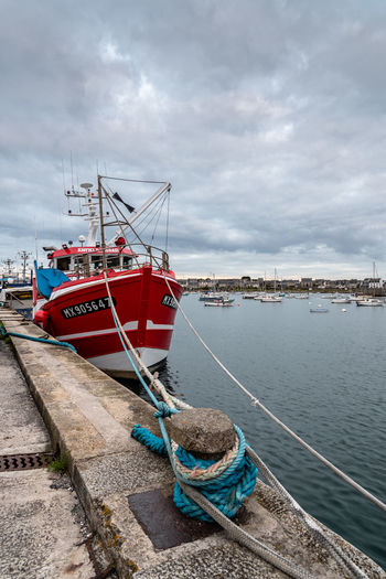 Fishing boat in the harbour of Roscoff Nautical Vessel Transportation Water Mode Of Transportation Cloud - Sky Sky Moored Rope Sea Nature No People Day Harbor Overcast Outdoors Fishing Fishing Industry Architecture Fishing Boat Sailboat Port Roscoff Dock Portrait Harbor