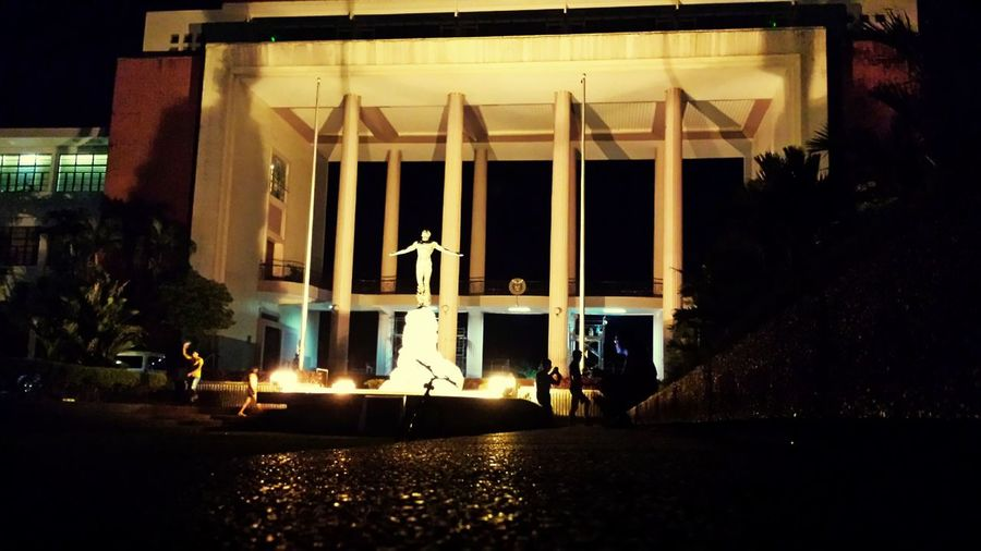 Adapted To The City Building Exterior Built Structure Architecture Night UP Oblation The Eyeem Philippines übermensch Jogging Track University Of The Philippines Silhouette Silhoutte Photography Silhouettes Of People
