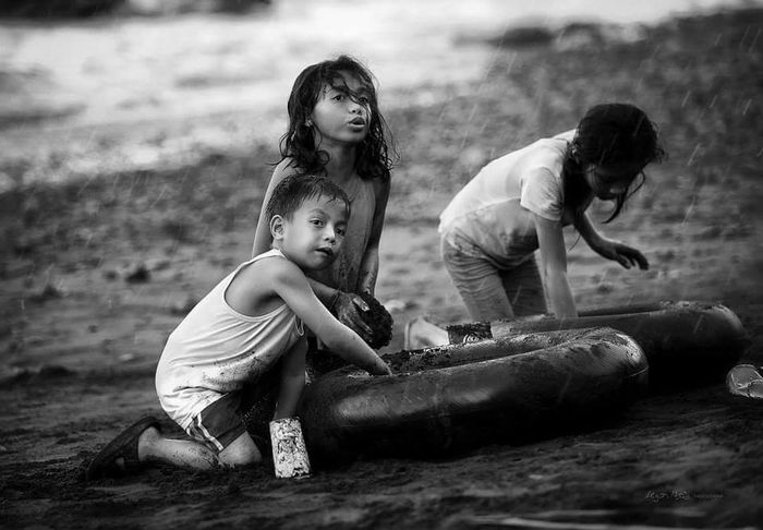 Youth Of Today Children Playing Children Kids Being Kids Kiddies Blackandwhite Photography Blackandwhite Black & White Reportage People Of The Oceans