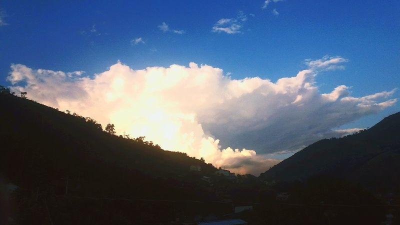 finalizando a tardezinha ⛅🍃 Mountain Cloud - Sky Sky Nature No People Landscape Outdoors Tree Beauty In Nature Scenics Day