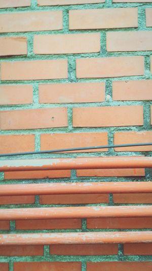 벽. ㅇㅇ 벽임 걍 걍 벽임. ㅇㅇ Wall Backgrounds Full Frame Pattern Outdoors No People 벽돌 벽면 Adapted To The City