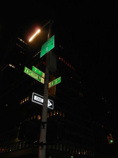 Light And Shadow City Life Urban Exploration Nightphotography Popular Illuminated Stoplight Neon Road Sign Guidance Sky Green Light Traffic Light  Pedestrian Crossing Sign Traffic Signal Directional Sign HUAWEI Photo Award: After Dark