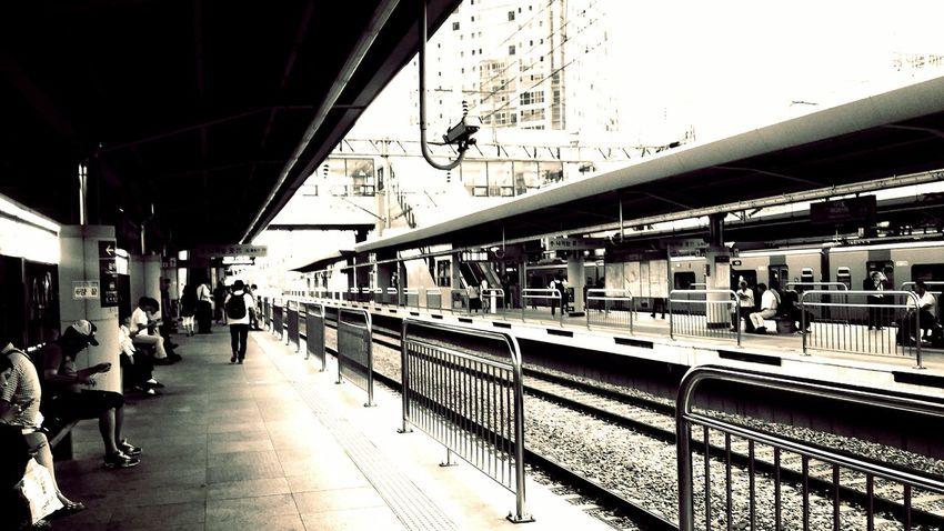 Subway Snapshot 지하철 Photo Shoot