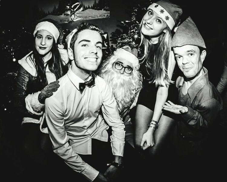 Remenber Christmas Friends Santaclaus Suits  Paris Nightphotography Night Drunk Drunk Nights