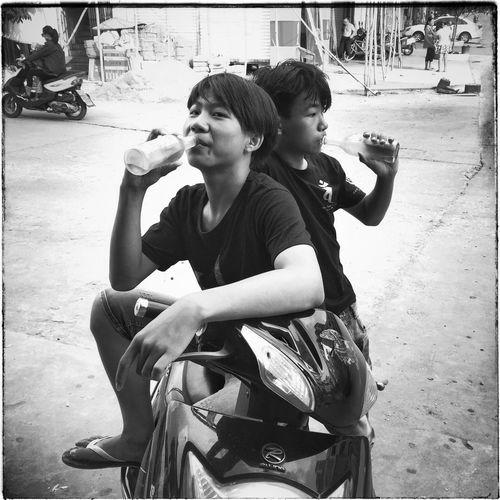 China Streetphotography Boys Blackandwhite Drinking Candid