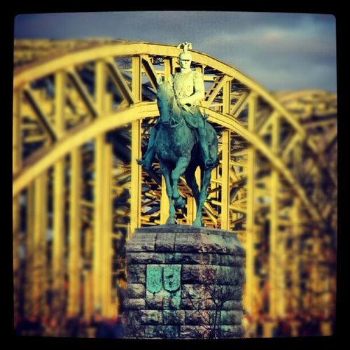 Reiterstandbild Kaiser Wilhelm II. #köln #hohenzollernbrücke #reiterstandbild #kaiser #wilhelm Köln Kaiser Reiterstandbild Hohenzollernbrücke Wilhelm