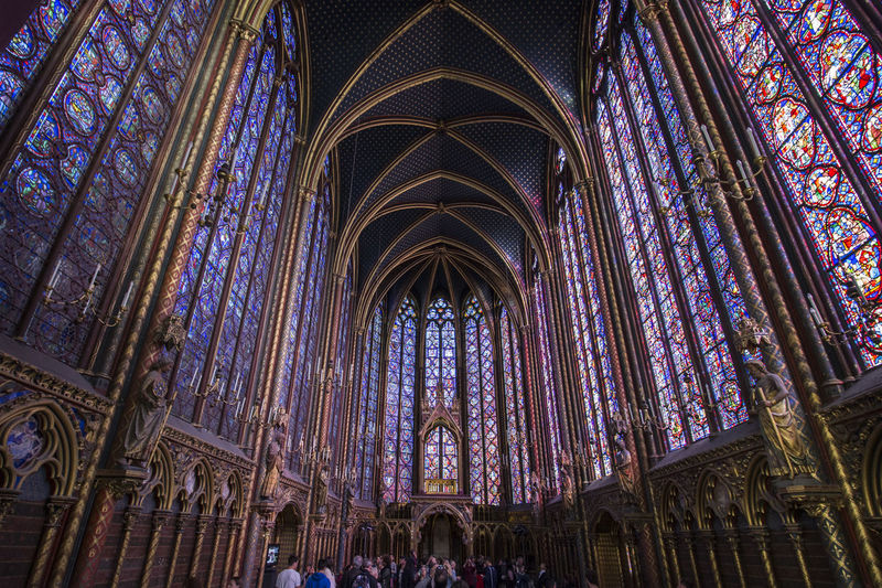 Bunter Fester der Saint Chapelle in Paris. Stained Glass Travel Destinations Place Of Worship Spirituality Saint Chapelle Monument Beautiful Church Colorful Windows France Paris