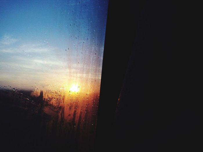 El amanecer entre el vidrio empapado Cordoba2015 Autopista Bondi