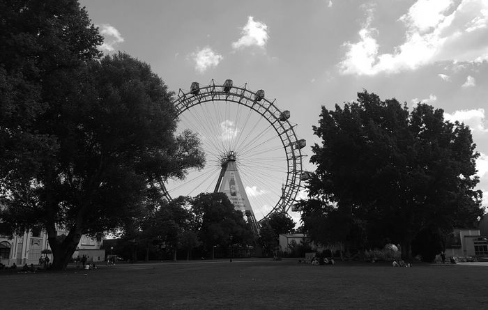 Vienna Prater Prater/Vienna Praterstern Theme Park Ferris Wheel Ferriswheel Ferriswheelinthecity🎡🎢 Ferris Ferris Wheels Ferriswheel🎡 Blackandwhite Beautiful Nice Bestoftheday Nice View Funny Moments