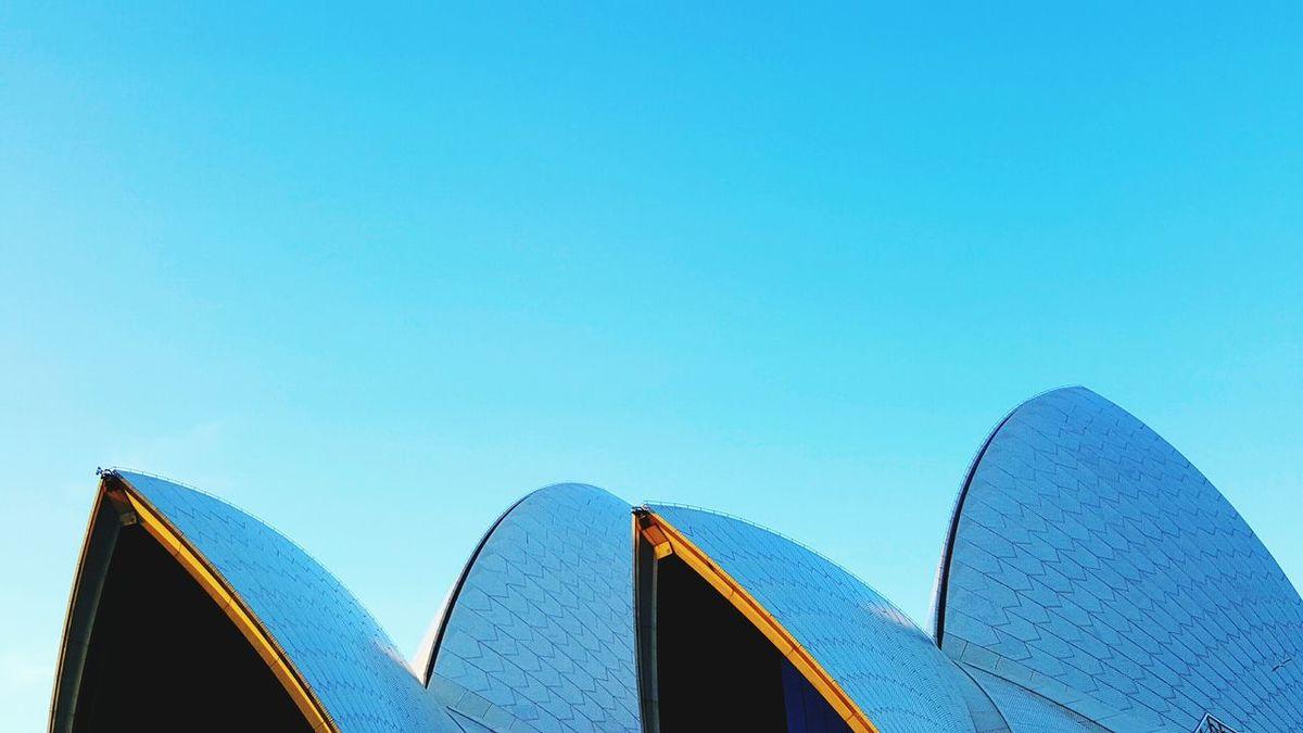Showcase: January Sydney Australia Sydneyoperahouse Blue Sky Mobilephotography Travel Photography Minimalism Minimalist Seeing The Sights Mobilephoto EyeEm EyeEm Best Shots Urbanphotography Panoramic View Sydney, Australia Iconic Sydney Opera House Blue Eyeem Sydney