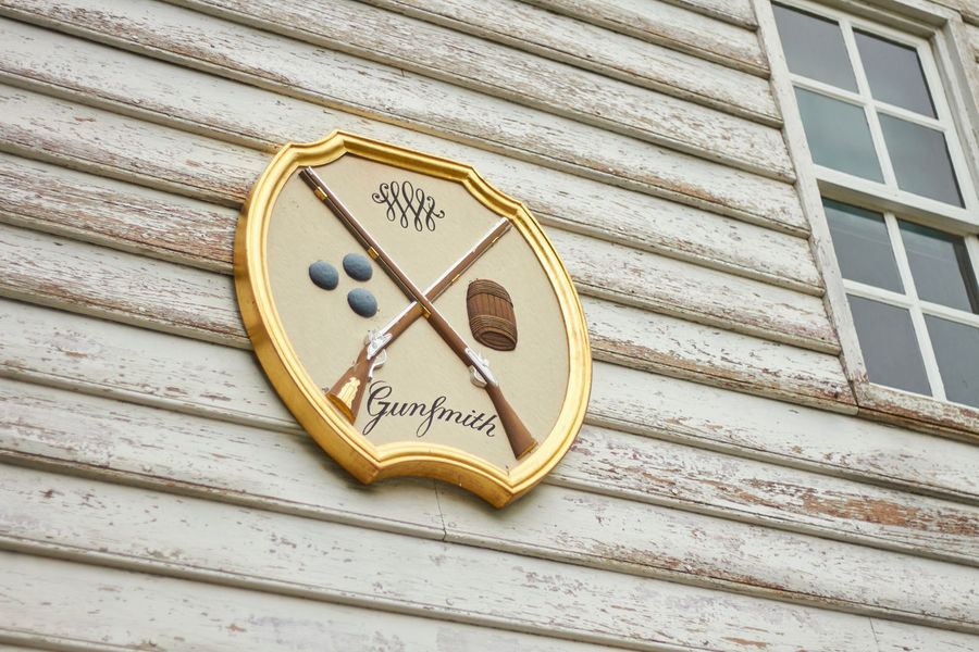 Design Gunsmith Old-fashioned Revolutionary Sign Symbol Wall - Building Feature Wood