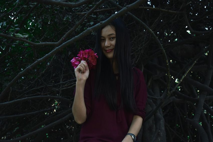 One Woman Only One Person Adults Only Only Women Adult Holding Portrait Young Adult People Beautiful Woman Flower Night One Young Woman Only Outdoors Red Flower At Its Best Real People Nature Women Tree Beauty Young Women Nikon D3400 Sitting Girl