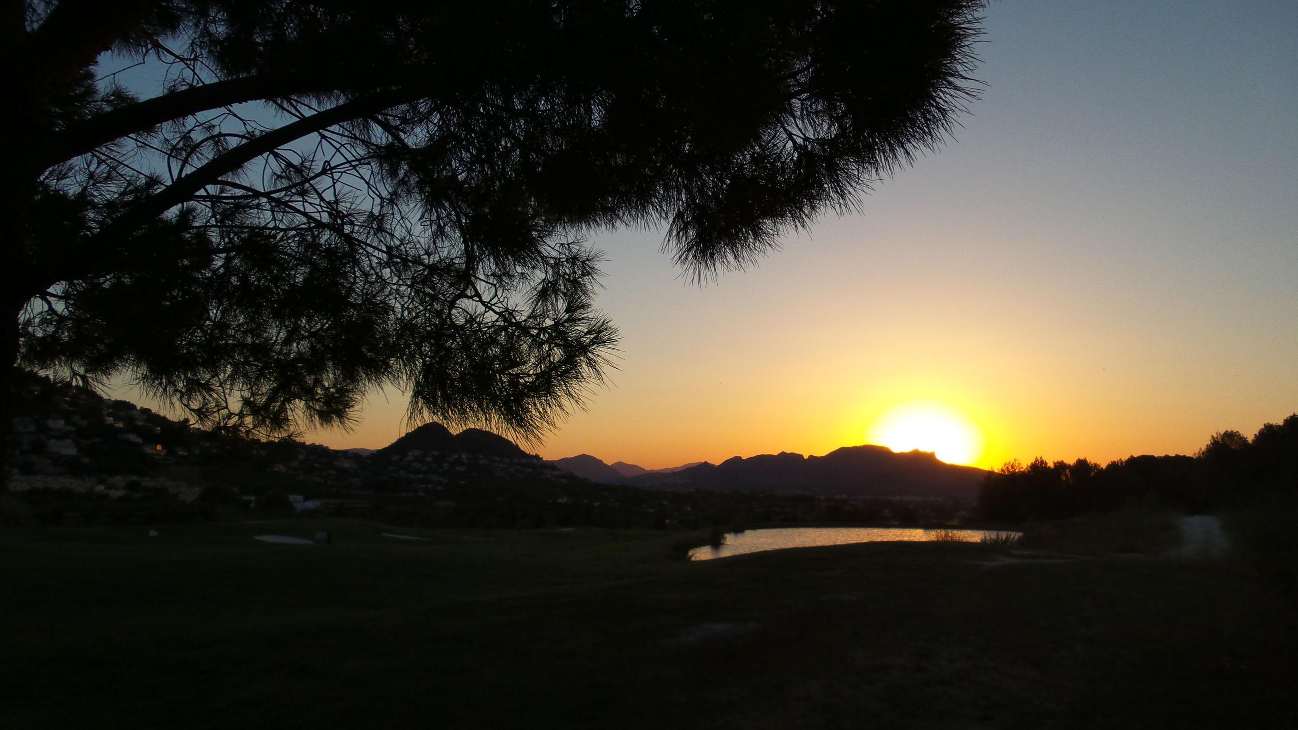 sunset, tranquil scene, scenics, tranquility, silhouette, tree, sun, beauty in nature, water, orange color, nature, sky, idyllic, mountain, sunlight, lake, landscape, river, non-urban scene, outdoors