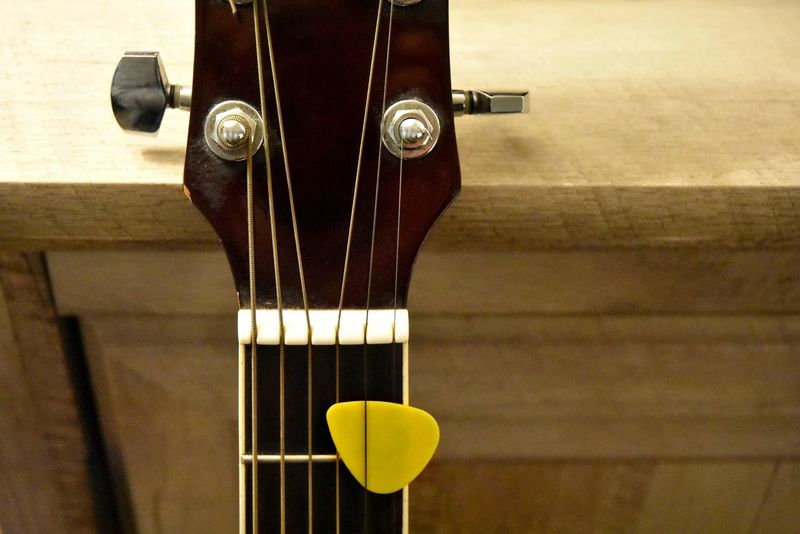 Close-up Day Fretboard Guitar Indoors  Musical Instrument Musical Instrument String No People Objects With Faces Smiley Face Faces In Things Faces In Objects