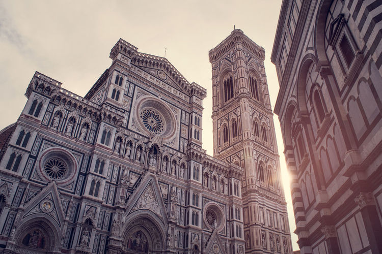 Firenze Florence Florenz Toscana Tuscany Toskana Italy Italia Italien Cathedral Church Santa Maria Del Fiore Gothic Sun Sunlight Sunshine Architecture Building Exterior Religion Built Structure Low Angle View Place Of Worship Belief Spirituality Building Sky Travel Destinations Rose Window No People Nature City Day Outdoors Ornate Gothic Style