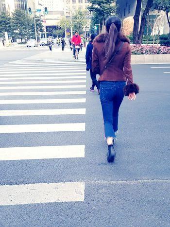 活力无限 Street Rear View City Street Walking Road Women People City Life Lifestyles