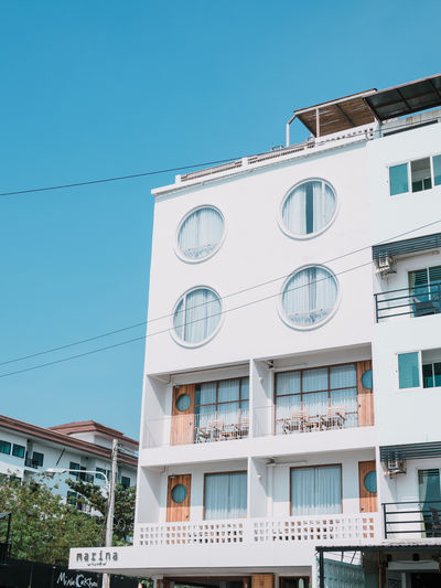 Building Exterior Architecture Built Structure Building Sky Low Angle View Window City Clear Sky Day Residential District Nature Blue Sunlight Outdoors Cable Balcony Town White Color Luxury Hotel Vocation Thailandtravel Olympus OM-D E-M5 Mk.II Olympus