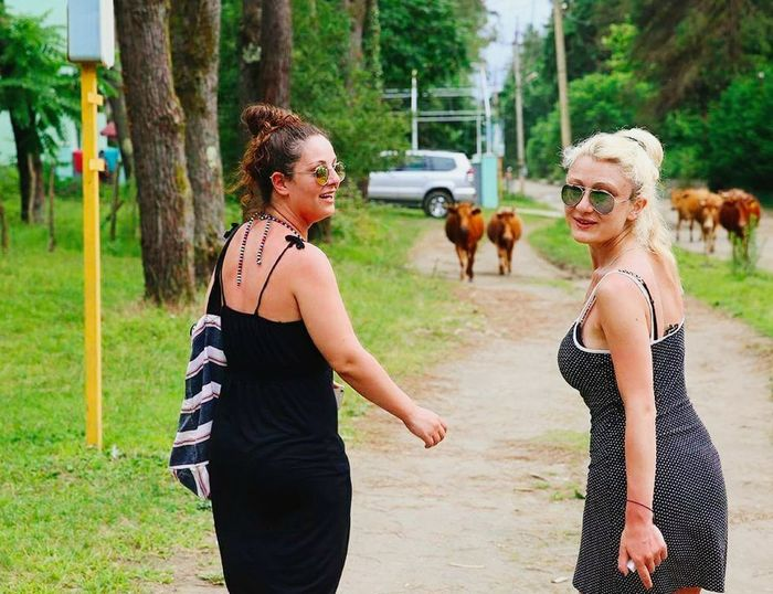 Hello World Thats Me  Check This Out Girls Friends ❤ Crazy Friends Smile❤ Laughing Blonde And Brunette Cows Funny Nature Country Road Country Life Trees Wood Happy Walking Life Is Beautiful