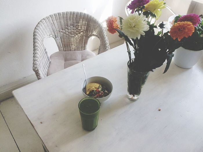 Mornings Flowers Table White