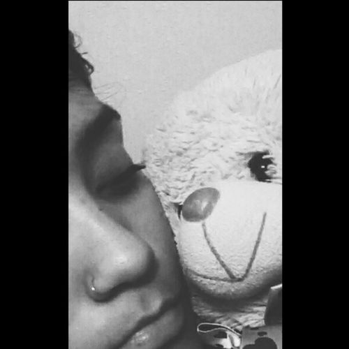 El guardián de mis sueños Night Bw Blackandwhite Teddy Bear Lulo Sweet Sleep Seriously Seriousness  Loving Warrior Dream