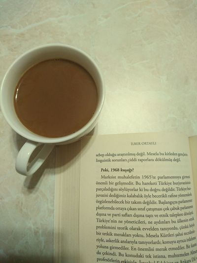 """Sözüm meclisten dışarı """"cahiller"""" 😂 Ilberortayli Kitapkokusuparfümolsun Kitaplariyikivar Kitaptavsiyesi Mevzuderin 68kuşağı Kahvekeyfi Coffee Coffee Time Book Bookphoto Books"""