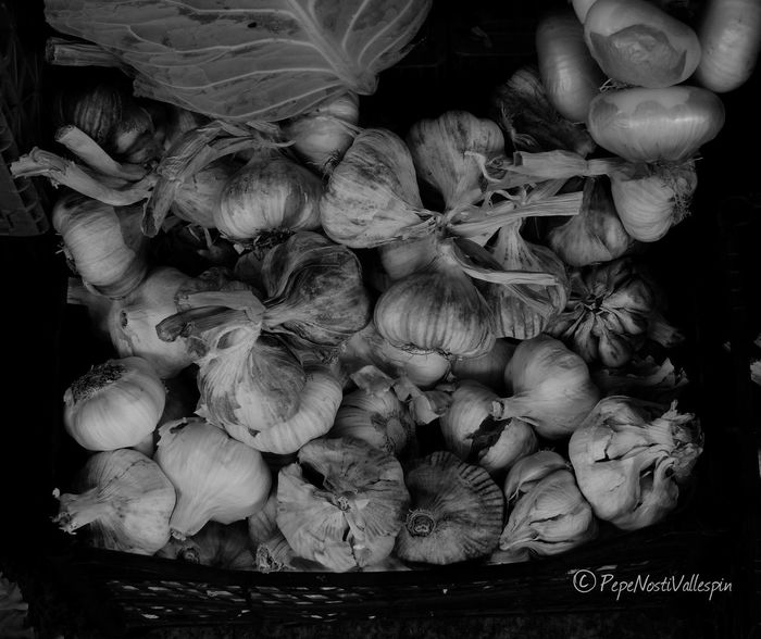 Garlic Blackandwhitephotography Poladesiero Streetmarket Blackandwhite Photography Black&white Blackandwhite Blancoynegro Black And White Black And White Photography Outdoor Photography