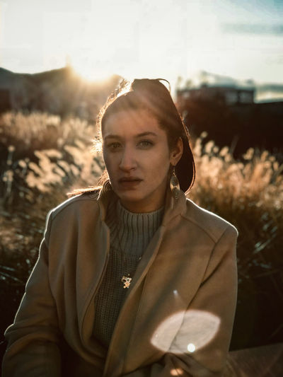 #grains #orange Color #stunning #sundown #warm #warmlights Amazing Day Fashion Front View Lifestyles Looking At Camera Nature One Person Outdoors Portrait Real People Standing Sunlight Young Adult Young Women