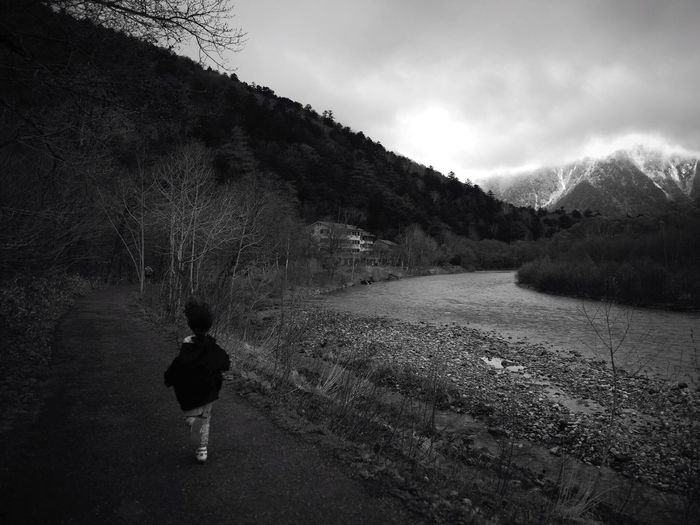 Scenic view of child running on footpath in kamikochi