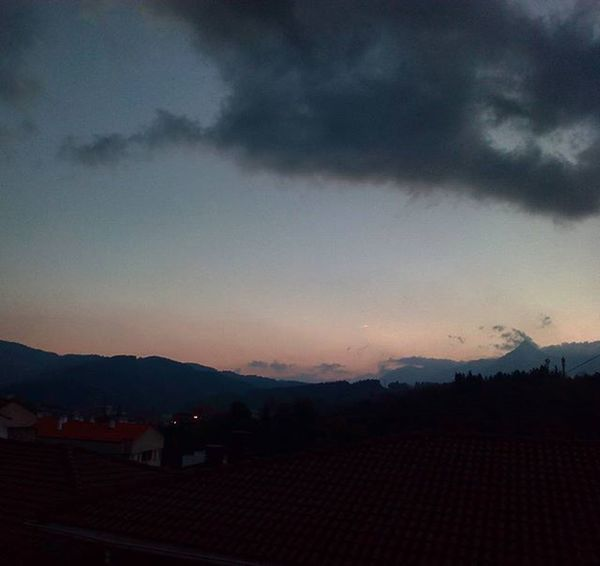 Despertarte y ver esto 😍 Wakeup Mountains Sky Colours Picoftheday Instagood Beasain Travelling Lastdayhere Iwantmore