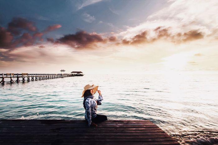 Sunset Vacations Canon EyeEm Best Shots BerauASIK Maratua Island EyeEm Selects Water Sky Sea Beauty In Nature Cloud - Sky Real People Beach Sunset Women One Person Lifestyles