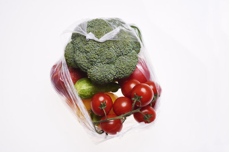 Plastic bag of vegetables on white background Vegetable Bag Plastic Bag Shopping Bag Food Cut Out White Background Eco Organic Bio Background Copy Space Variation Healthy Eating Vegan Food Vegetarian Food Fruit Ecology Plastic Recycling Single Use Environmental Conservation Environment Protection Environment Protection Problems Environmental Issues Environmental Damage Social Issues Eco Friendly Tomato Broccoli Cucumber Studio Shot Food And Drink