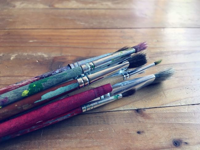 Künstlerbedarf Art Equipment Pinsel Still Life Table Indoors  Wood - Material Choice Art And Craft Close-up Brush Paintbrush Creativity Art Equipment Pinsel Still Life Table Indoors  Wood - Material Choice Art And Craft Close-up Brush Paintbrush Creativity