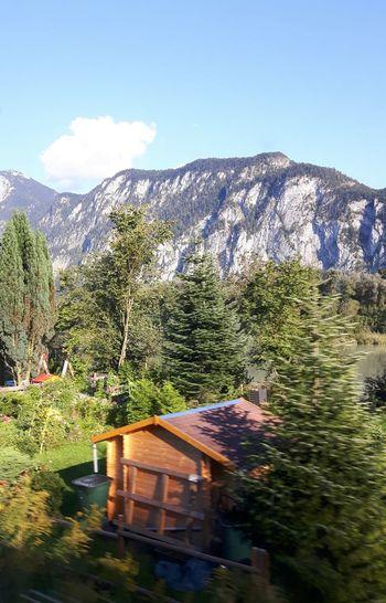 Bild , aus dem Zug von Italien nach Deutschland . Bildervonunterwegs