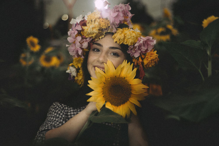 Leluka Flower Flowering Plant Plant Portrait One Person Real People Looking At Camera Yellow Vulnerability  Freshness Flower Head Fragility Inflorescence Leisure Activity Beauty In Nature Petal Lifestyles Nature Front View Headshot Wearing Flowers Beautiful Woman Sunflower Hairstyle
