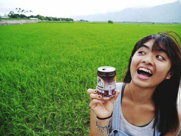 是不是很俗氣,伯朗系列。喜歡自己這樣歪斜的時候。 Relaxing Taking Photos Taidong, Taiwan