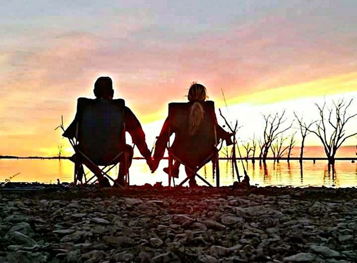 Sunset Togetherness Bonding Love Rear View Leisure Activity Sky Couple - Relationship People Outdoors Tranquil Scene Beauty In Nature Nature First Eyeem Photo EyeEmNewHere Kansasnature Kansasoutdoors Kansasphotographer Kansas Horizon Over Water Dramatic Sky Silhouette Non-urban Scene Lake View Lake