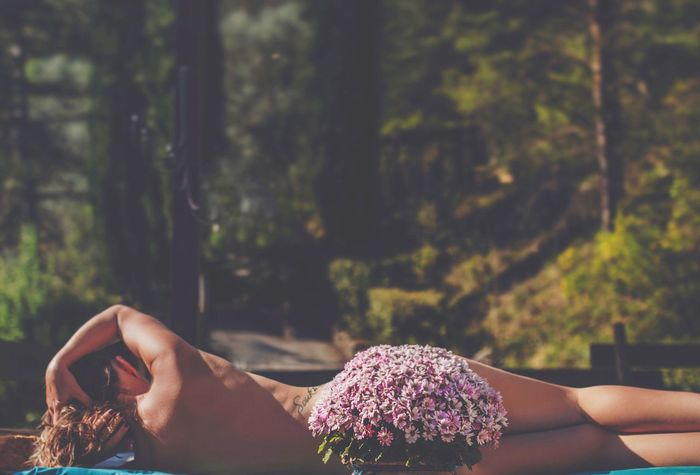 Real People Human Hand One Person Human Body Part Focus On Foreground Lifestyles Leisure Activity Women Human Leg Outdoors Nature Close-up Tree Beauty In Nature Low Section Flower Photography Themes Young Women Young Adult