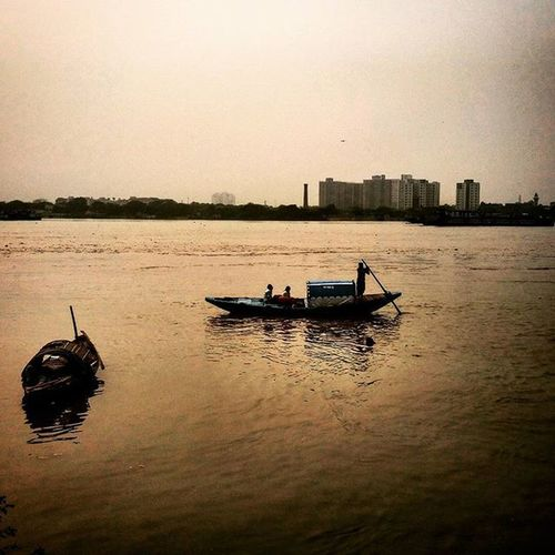 Boat ride along the river........ Evening Sunset Riverside River Riversofindia Riversoftheworld Hooghlyriver Hooghly Judgesghat Ganga India Incredibleindia Incredibleindiaofficial Indiashutterbugs Streetphotography Sokolkata Indiapictures _soi Storiesofindia Instagram Instapic Instaedit Instaeffectfx Instaupload Like4like tagsforlikes follow4follow
