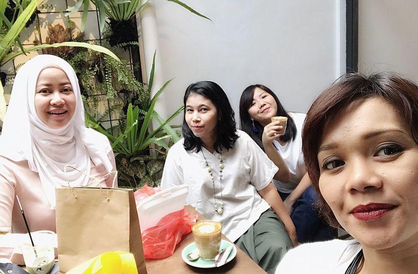 Arisan Ex IMLC's Moms 2nd Round, part 1. At SRSLY Coffee Shop, Cipete Raya. Arisan Ex IMLC's Moms 1 By ITag Arisan Ex IMLC's MOMs By ITag Mobile Upload-Me & Friends ImpressiveMindsMoms