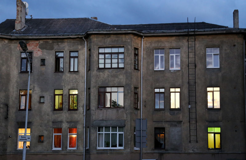 students' homes with lights in early evening Altbau Altbau Von Außen Apartment Different Colours Fenster Licht Im Fenster Light In The Window Living Together Private Apartments Repetition Residential Structure Side By Side Student Life Student Lifestyle Colour Of Life