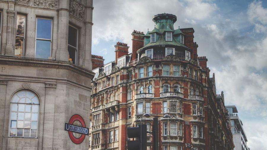 Underground Underground Sign London LONDON❤ United Kingdom HDR Cityscapes City London Lifestyle EyeEm LOST IN London