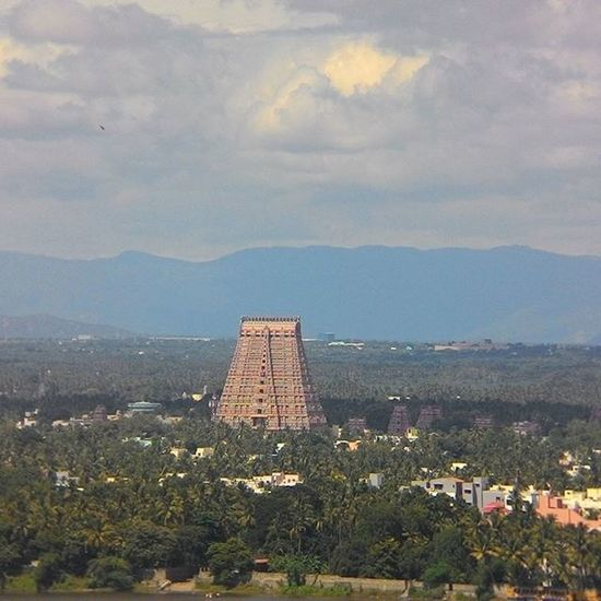 Sri Ranganathaswamy Temple, Tiruchirapalli. Among the largest Hindu temple of the world. Dedicated to Lord Vishnu and is the 1st temple of the 108 Vishnu Temples in the world. Spread across 156 acres and the height of the gopuram is 72 meters. Few places in the city that can be easily seen from the Rock Fort temple. Roadtrip Tiruchirapalli Firststop Sri Ranganathaswamy Ranganathaswamytemple Tiruchy Southindia Tamilnadu India
