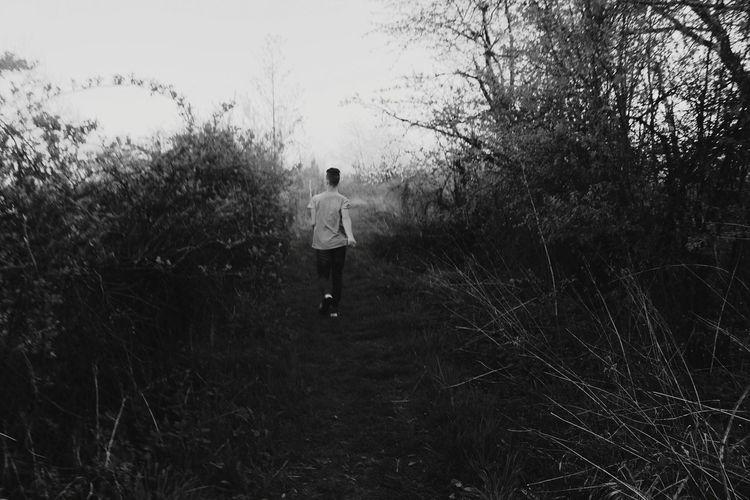 Run! Photography Photooftheday Photographer Photograph Life Like Nature Photography Myhobby People Boy Boys Running Run Boyfriend Tree Full Length Men Standing Rear View Walking Back Sky Grass Scarecrow Human Back