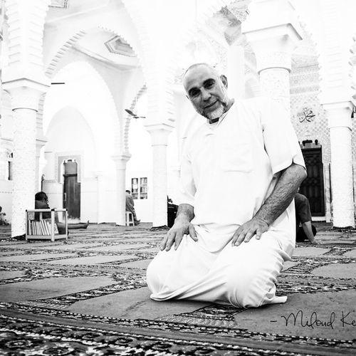 """"""" J'ai pas de gilet pare-balles, j'ai le verset du Trône """" - Tiers Monde TONT Photographie du cousin en Algérie - Miloud Kerzazi - Droits réservés"""