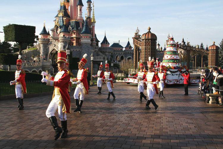 Disneyland Disney Parade Disneyparis Parade Time Disneylandparis Disneyland Paris Disney Land Disney Disneyland<3 Parade