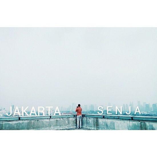 Senja semakin Gila ,,,, Macet Bising Polusi Streetgraphy helloworld indonesia