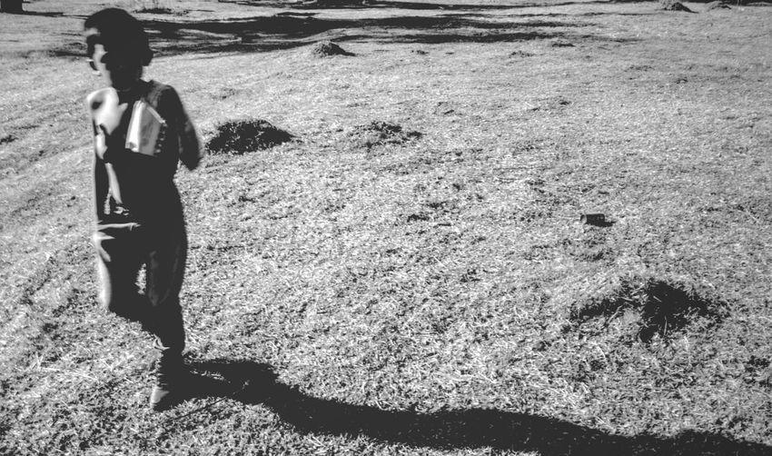 Titulo - La tierra sin nosotros By - Dobro Real People Shadow Nature Sunlight