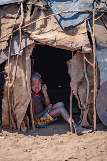 Dassanech tribe village Ethiopian Photography 🇪🇹 Omo Valley Portraits Portrait Of A Woman Ethiopian African Ethiopia Portrait Photography Tribes Tribe Konso Dassanech Tribe Portrait Of A Woman Child Childhood Girls People Lifestyles Real People Women Females Land Offspring Full Length Innocence Outdoors Day Clothing Nature Sunlight