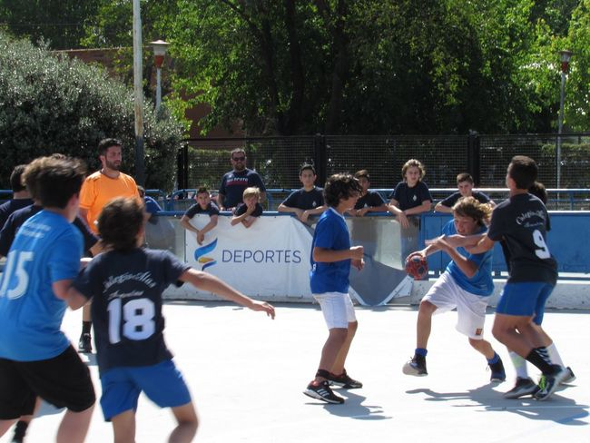 Action . photo 2 Handball Match Group Of People Real People Large Group Of People Crowd Men Lifestyles Sport Nature Full Length Leisure Activity Boys Child Tree Competition Childhood Sunlight Day Outdoors Group Of People Real People Large Group Of People Crowd Men Lifestyles Sport Nature Full Length Leisure Activity Boys Child Tree Competition Childhood Sunlight Day Outdoors